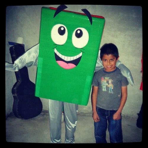 Samaritan's Purse es una exelente forma de compartir el amor de Dios. Sam desde Canada vino a visitarnos y a tomarse fotos con los niños. De mucha bendicion Festini ños2012 Occ en Colon Queretaro Mexico