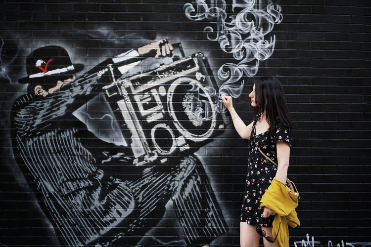 stereo Stereo Wall Brick Wall NYC Manhattan City Mural Street Art Street Art/Graffiti Street Photography Girl One Young Woman Only Fashion Beautiful Woman Youth Culture Young Adult Hip Hop Girl Female City Life Urban Portrait Beauty Black Blackboard  My Best Photo Humanity Meets Technology Streetwise Photography