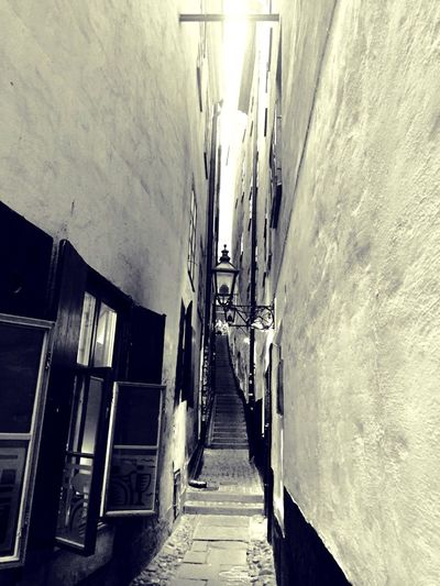 Outofbreathath] Urban Narrowstreet