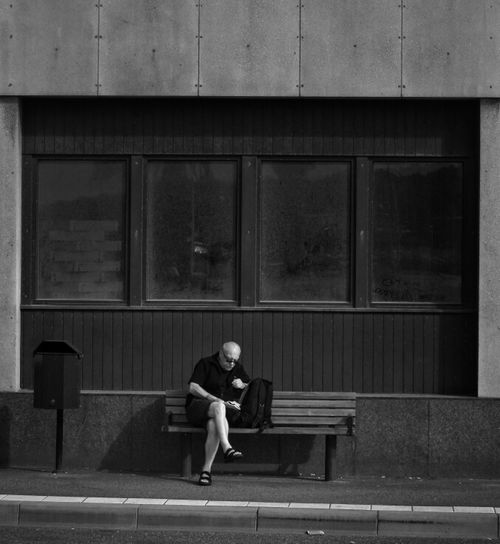 Streetphotography Reading Lines Streetphoto_bw