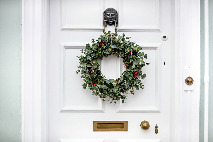 Christmas Christmas Christmas Decoration Christmas Ornament Door Doorway House Letterbox Wreath No People Entrance Decoration White Color Doorknob Celebration Day