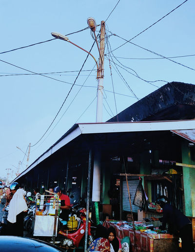 Keraton Marketplace Traditional INDONESIA Indonesian Street (Mobile) Photographie Traditional Market Architecture Building Exterior Built Structure Business Cable City Connection Day Electricity  Group Of People Lifestyles Market Market Stall Men Nature Outdoors Power Line  Real People Sky Traditional Marketplace Traditional Markets Transportation