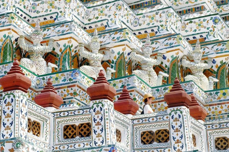 Wat Arun Temple Thailand Bangkok Riverside River View River Bangkok Thailand. EyeEm Selects Backgrounds Full Frame Pattern Close-up Architecture Fresco Architecture And Art Orthodox Church Architectural Detail Architectural Feature Arched Mosaic Decorative Art Architectural Design Stained Glass Place Of Worship Historic Carving - Craft Product Carving Mural