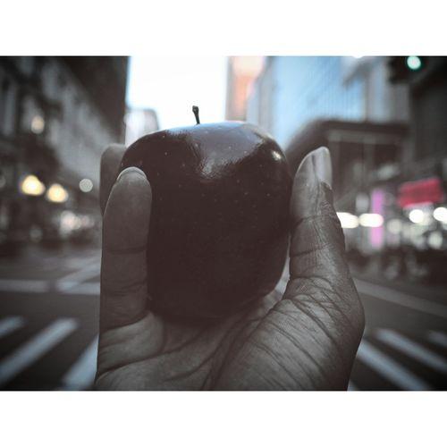 Ladonehue Thelittleapple Inthebigapple Thetravelingapple NYC Art LAshotem