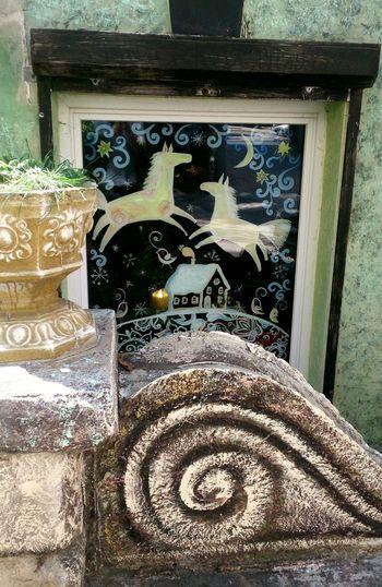 """Окно кафе """"Безумное чаепитие"""". арт  дизайн деталь окна Art Design Detail Windows Building Exterior"""