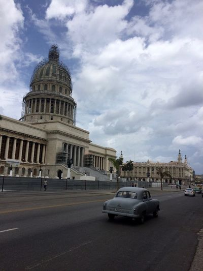Havana - such a beautiful city! Capitol Capitolio Captolio Nacional Cuba Havana Postcard Sightseeing Traveling Architectural Column Architecture Building Exterior Built Structure Car City Dome Government History Land Vehicle No People Outdoors Tourism Travel Travel Destinations Vintage Cars Been There.