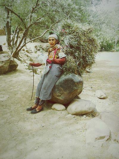 Woman Portrait Woman At Work Photographer Strong Women Lifehard Rural Life Ruralwoman Hope.✌ Nature Fighting💪 Morocco Summertime Marrakech Morocco