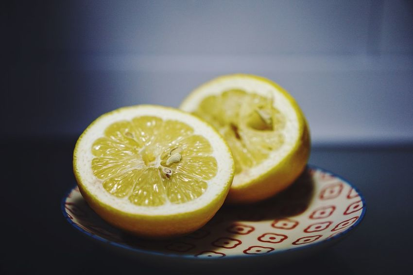 Fruit Healthy Eating Cross Section SLICE Still Life Food And Drink Food Citrus Fruit Freshness Indoors  No People Focus On Foreground Close-up