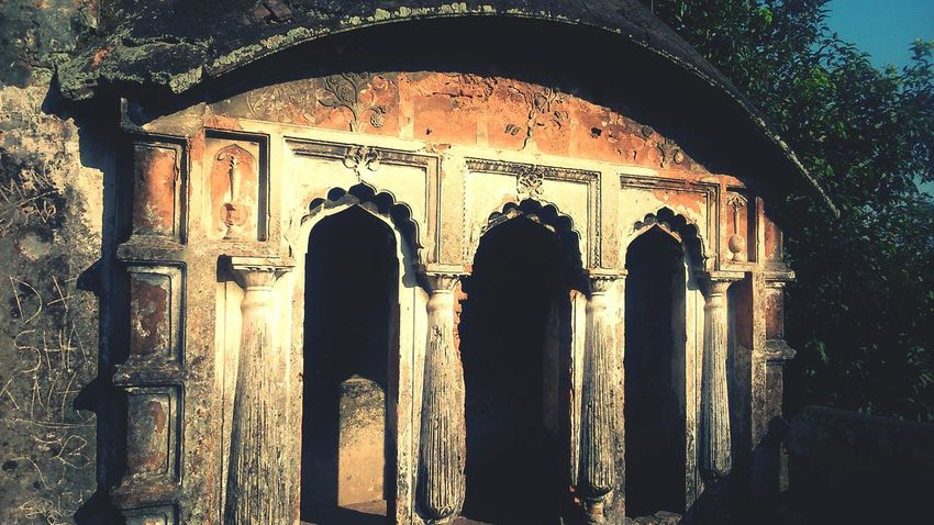 History No People Arch Architecture Architectural Column Travel Destinations Built Structure Day Outdoors Bangladesh 🇧🇩 Rare View EyeEmNewHere Old Buildings Asian Culture Building Exterior Window View Bangladesh In Colors Artistic Photography Mughal Establishments In Bangladesh Mughal_era Oldtown Vintage Photography Vintage❤ Uniqueness Adapted To The City Minimalist Architecture