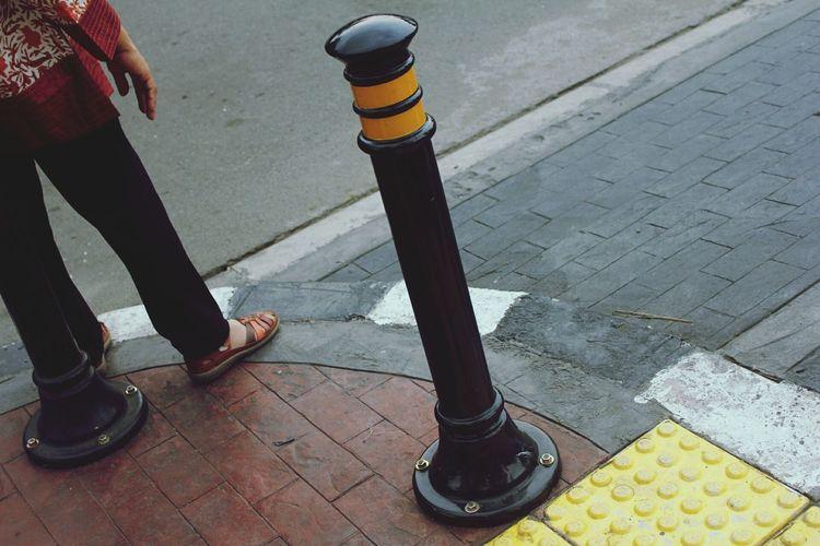 Low Section Human Leg Shoe Streetphotography Traveling Outdoors Sidewalk City
