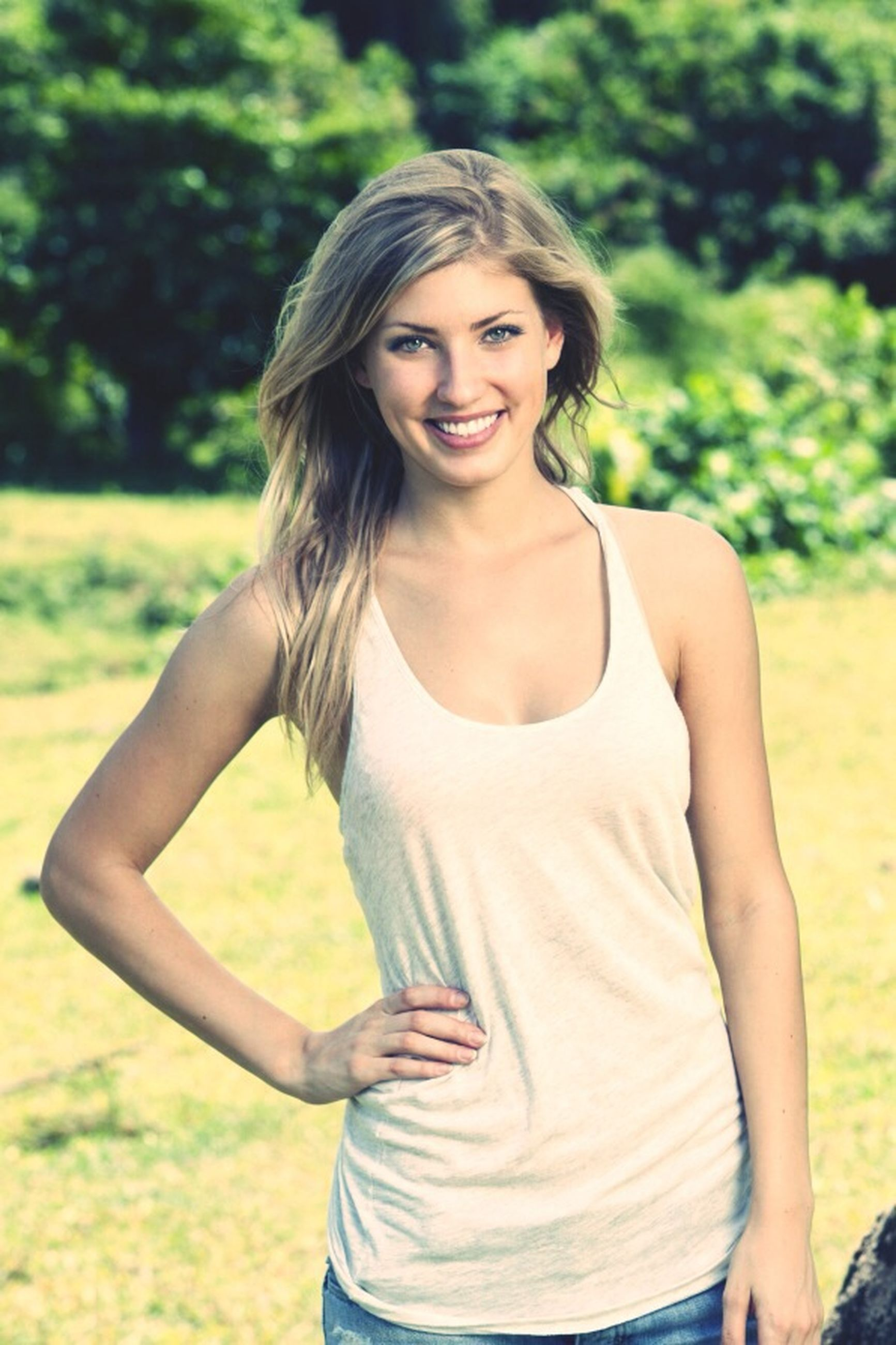 young adult, person, lifestyles, young women, casual clothing, leisure activity, focus on foreground, portrait, looking at camera, three quarter length, standing, front view, waist up, long hair, smiling, happiness, grass