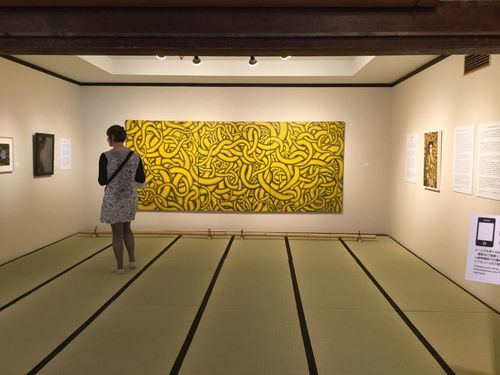 """Museum Paint The Town Yellow watch at Gion kobu Kaburenjo, Yasaka-Club 草間彌生 Exhibition My Soul Forever Tatami Room One Person Standing Contemporary Art """"Yellow Tree (1992)"""" Yayoi Kusama IPod Touch Photography Indoors  Kyoto, Japan 7,July 2017 Travel Destinations Forever Museum of Contemporary Art, Gion-Kyoto Collection Japan Photography official >> http://www.fmoca.jp/en/index.html 京都市  祇園甲部歌舞練場内 八坂倶楽部"""
