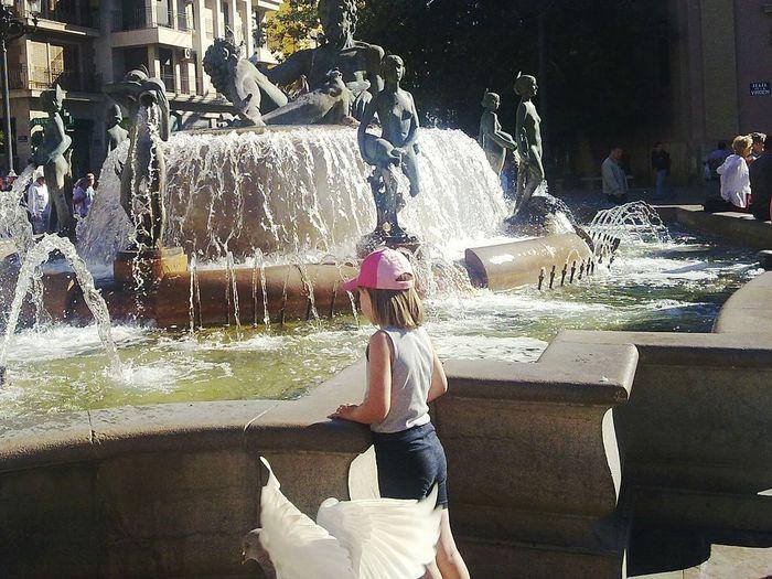 Fountain Valencia, Spain Valencia City Fountain Daughter Pigeon