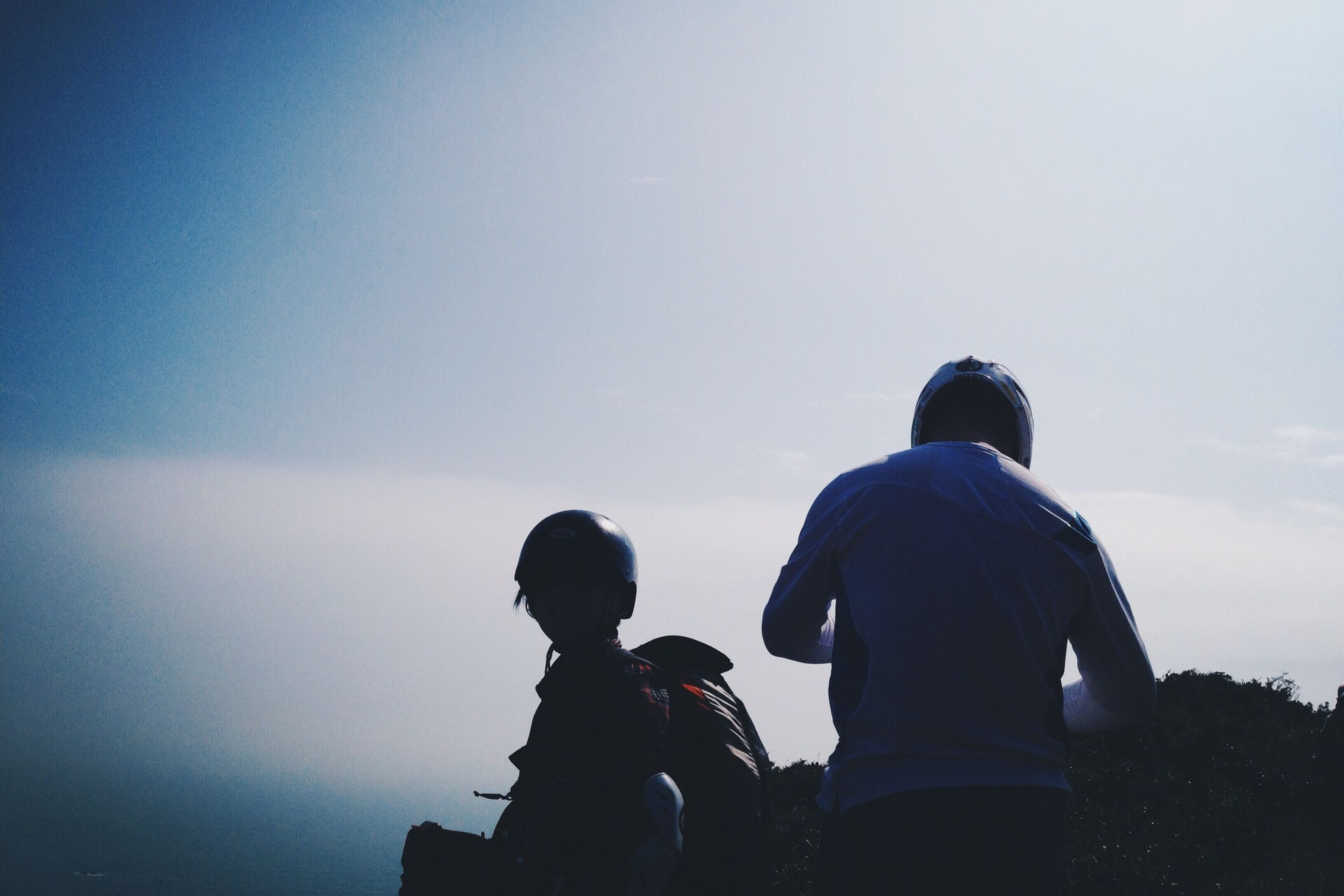 lifestyles, men, leisure activity, togetherness, copy space, clear sky, silhouette, rear view, bonding, person, standing, friendship, sitting, sky, love, photographing, couple - relationship