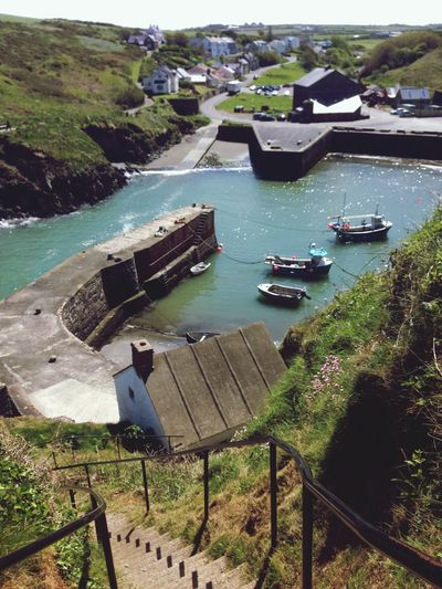 This way to the pub West Wales Pembrokeshire Sloop Inn Coastal Walk