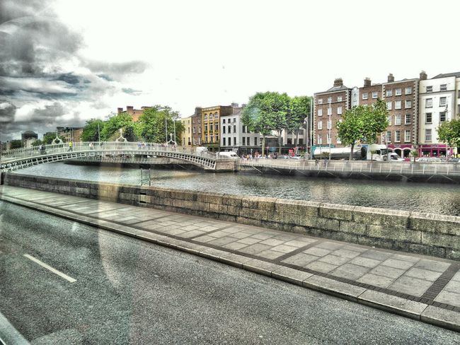 Die Ha`penny Bridge in Dublin