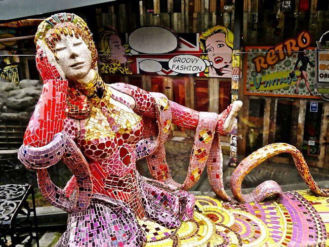 Mosaic Mosaique Statue Camdenmarket Camden market, London, UK