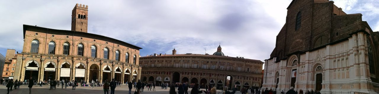 Building Exterior Travel Destinations HuaweiP9 Bologna Morgana Panorámica Sightseeing Piazza Architecture Cloud - Sky Large Group Of People Outdoors Clock Face Sky Day City People Colourful City