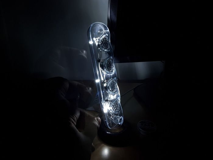 Black Background Close-up Day Holding Indoors  Light Light And Shadow Long Exposure Music Harman Harman Kardon Soundsticks