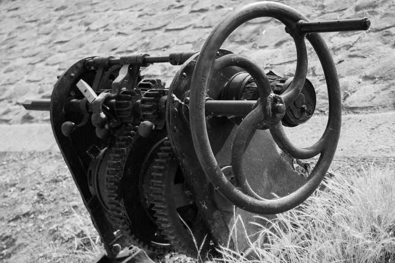 Day Manivelle Mecanique Mecanisme Metal No People Outdoors Rouage Rouille Rouillée Wheel