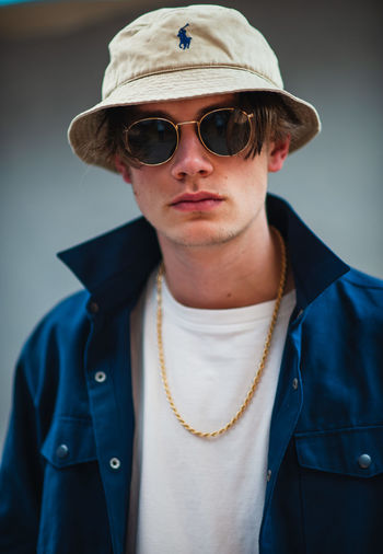 easy tiger Glasses One Person Fashion Portrait Front View Sunglasses Young Adult Indoors  Young Men Clothing Looking At Camera Real People Headshot Casual Clothing Lifestyles Focus On Foreground Waist Up Hat People Fashion