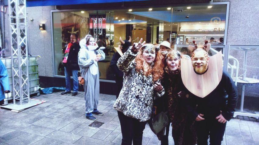 Karneval 2017 Düsseldorf Karneval 2017 Lifestyles Leisure Activity Women Indoors  Real People Mammal People Adult Day Spaß Ohne Ende ☀️ Friends ❤ Outdoors Celebration Happy Hour