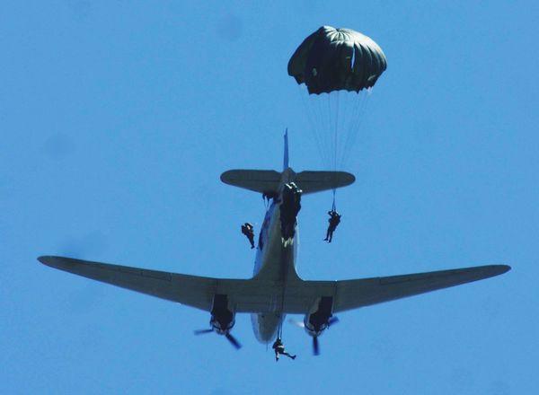 Normandie La Fière Celebration Airborne Dday Paratroopers Sainte Mère Eglise Reenactment Airborne All The Way