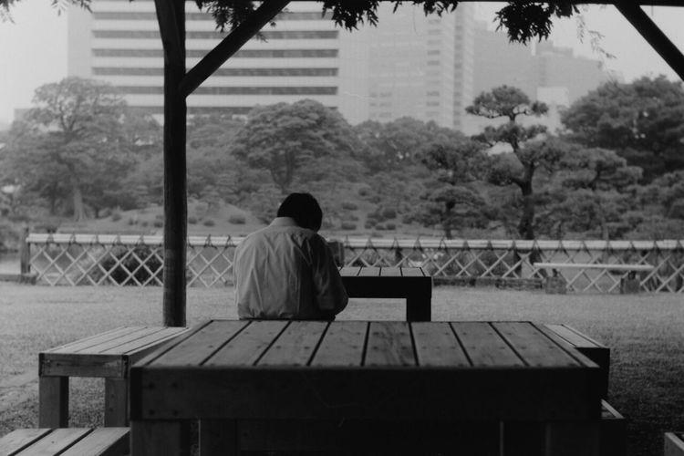 後ろ姿が好きだけど、ぼくは前を向いて撮っている。 Monochrome Summitar Leica3f EyeEm Best Shots - Black + White