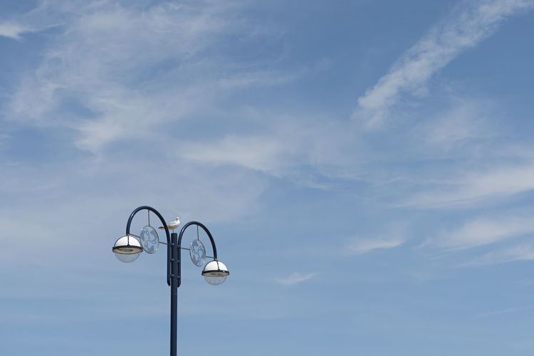 Vintage Street Light Street Light Lighting Equipment Light Electric Light Electricity  Retro Styled Vintage Cloud - Sky Blue Lamppost Lamp Post Street Light Summertime Copy Space Backgrounds White And Blue Blue And White Summer Beautiful Seagull Perching Charming Coast Sunny Retro