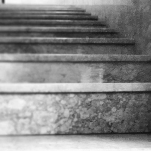 Merdivenler Eski Herg ün Inip çıkılan merdivenler siyah beyaz
