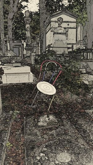 Cemetery Chair Art Check This Out Old Cemetery Père Lachaise Père Lachaise Cemetery Single Chai Tilted Chai