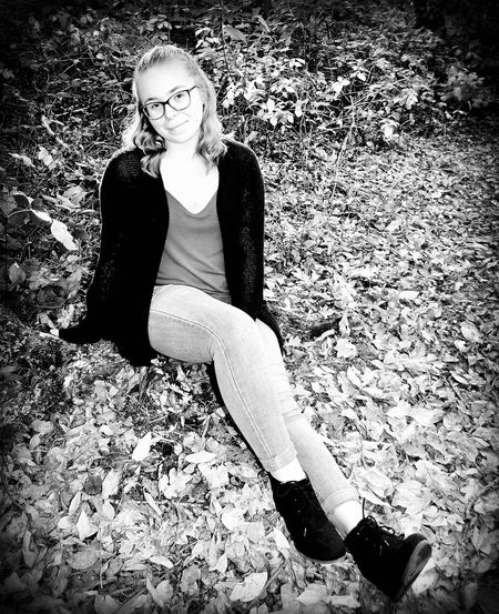 Young Adult Sitting Autumn Young Women Eyeglasses  Leaf One Person Beautiful Woman Full Length Portrait Beauty Lifestyles Looking At Camera One Young Woman Only Women Real People One Woman Only Adult Outdoors Nature