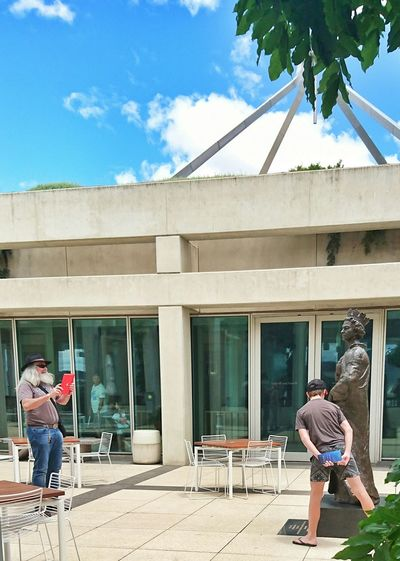 The Tourist Queen Monument Parliament Dude Not Amused Human Meets Technology Mobile Conversations
