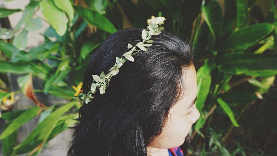 Girl Headshot Crown People Rear View Flower Beauty Leaf Crown Flower