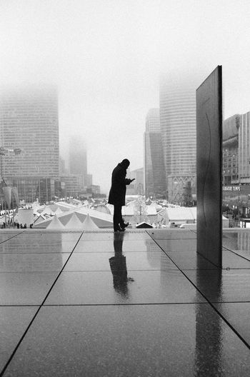 35mm Expired Film Grande Arche De La Défense Kodak Kodak T-max 400 Konica Hexar AF City City Life Modern Monochrome Real People Streetphotography