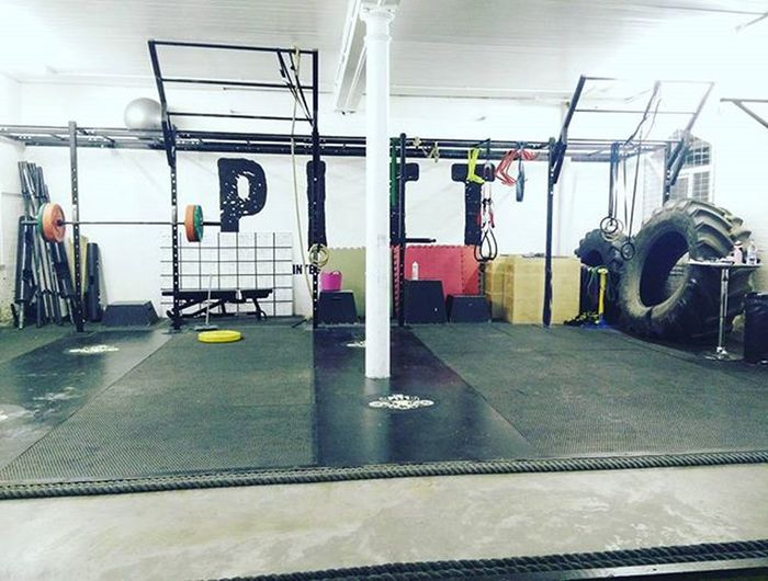 Deadlift time, just as soon as Will sets us up 😝 @pitt_training Deadlifts Gym Fitfam Thepitt Weights Lightweightbaby