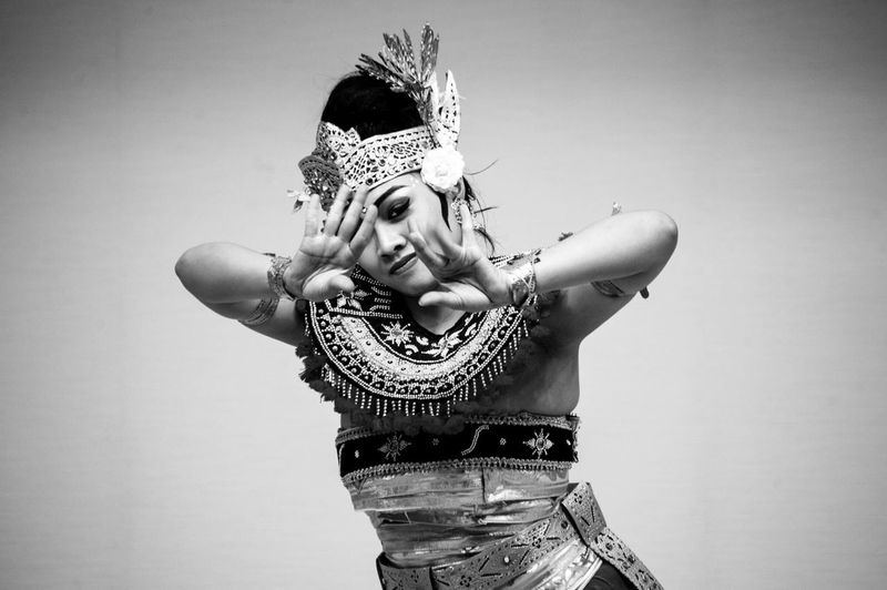 Mesmerized by the beauty of balinese dance in tokyo. Intense yet beautiful。面白いですね。 Bali Balidance Traditional Indonesian INDONESIA Beautiful Tokyo Japan Blackandwhite 写真 日本 カメラ ニコン パリ バリのダンス インドネシア人 東京 Balinese Nikon Nikond700 Nikonphotography