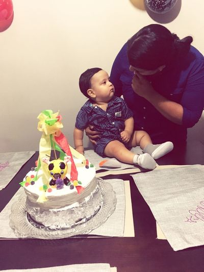 Party Baby Indoors  Home Interior Table Sitting Childhood Cake Love Togetherness Food Happiness Close-up Compañero ❤️