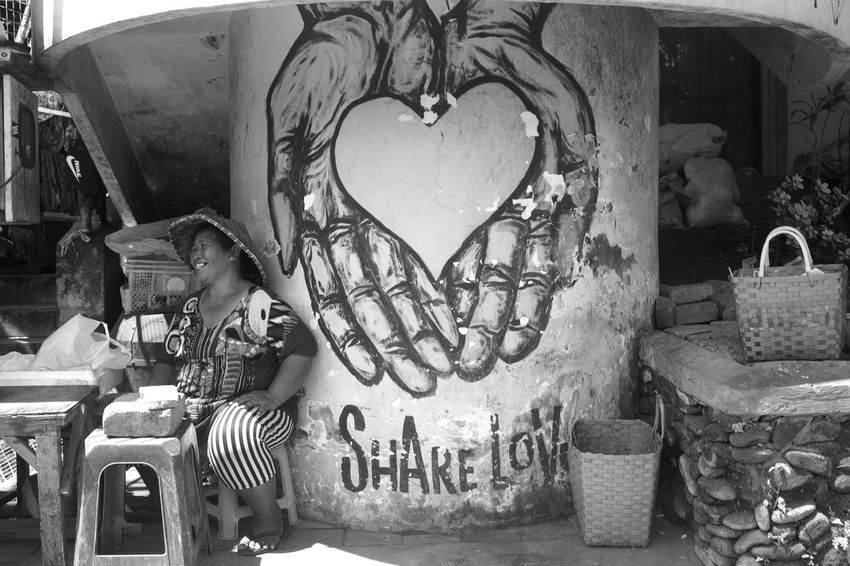 share 🖤 Bali Happy INDONESIA Sitting Wanderlust Candid Day Graffitti Hands And Heart Ibu One Woman Only Pasar Ubud Smiling Street Art Street Photography Travel Destinations Ubud