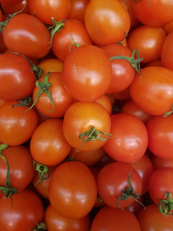 Food Red Healthy Eating Full Frame Freshness Backgrounds Fruit Food And Drink Vegetable Large Group Of Objects Close-up Tomatoes Up Close Tomatoe Bio Bio Food Vegitarian Salat Grocery Shopping Grocery Market Grocery Tomatoes