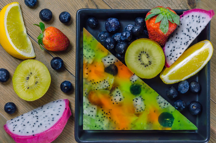 Apple - Fruit Berry Fruit Blueberry Breakfast Chia Seed Cross Section Cutting Board Food Food And Drink Freshness Fruit Healthy Eating Indoors  Kiwi - Fruit Lime No People Portable Information Device Raspberry SLICE Smart Phone Smoothie Strawberry Sweet Food Variation Wireless Technology