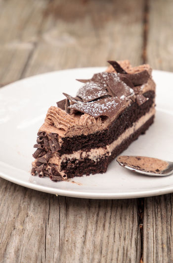 Moist devils food chocolate cake called Parisian cake with a chocolate mousse frosting and dark chocolate flakes. Chocolate Confection Dessert Parisian Cake Parisian Cream Sugar Brownie Cake Chocolate Cake Chocolate Flakes Chocolate Mousse Chocolate Mousse Cake Close-up Confectionery Dessert Food Food And Drink Indulgence Pastry Plate Ready-to-eat SLICE Sweet Sweet Food Treat