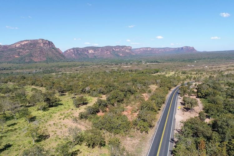 Aerial view of MT 351 road, way to Chapada dos Guimarães, Mato Grosso, Brazil. Great landscape. Travel destination. Vacation travel. Touristic point. Sky Environment Mountain Scenics - Nature Beauty In Nature Landscape Nature Non-urban Scene Tranquil Scene Transportation Tranquility Day Plant No People Mountain Range Remote Tree Outdoors Land Road Brazil Chapada Dos Guimaraes Chapadadosguimaraes Chapada Mato Grosso Vacations Destination Travel Travel Destinations Blue Skyline Peak Cliff Canyon Canyons Canyons And Valleys Road Freeway Chapada Guimarães Chapada Dos Veadeiros Guimarães Gazebo Belvedere Viewpoint