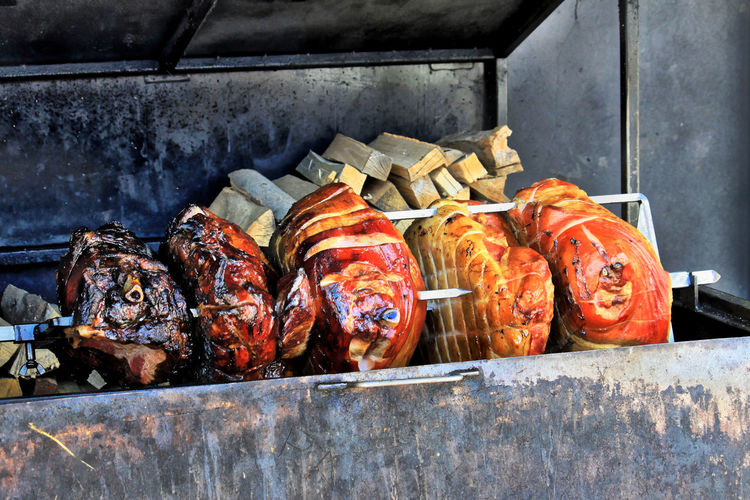 Irresistible..... Roasting meat on rotisserie... Yummy Rotisserie Grill BBQ Meat! Meat! Meat! Food Foodporn Food Porn Tasty Food Porn Awards Street Food Worldwide Feel The Journey On The Way Beautifully Organized