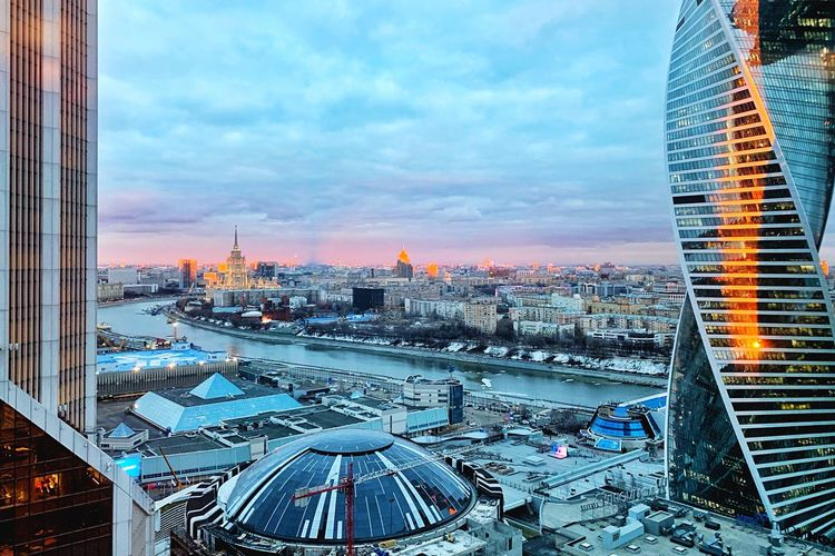 Sunset 🌇 IPhoneography Sunset Sky Sunset Collection Moscow River Moscow City Architecture Building Exterior Sky Built Structure City Building Cityscape Cloud - Sky Nature Sunset Residential District No People High Angle View Office Building Exterior Travel Destinations Glass - Material Outdoors Tower Skyscraper Financial District