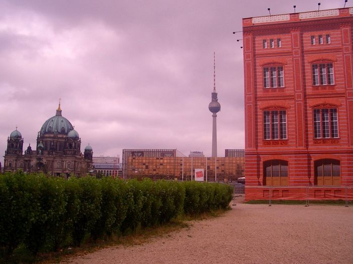 Architecture Berlin Dome, Palast Der Republik And Imitation Of The Stadtschloss Berlin In September 2004 Building Exterior City Cityscape Cloud - Sky Day Outdoors Travel Destinations Capture Berlin