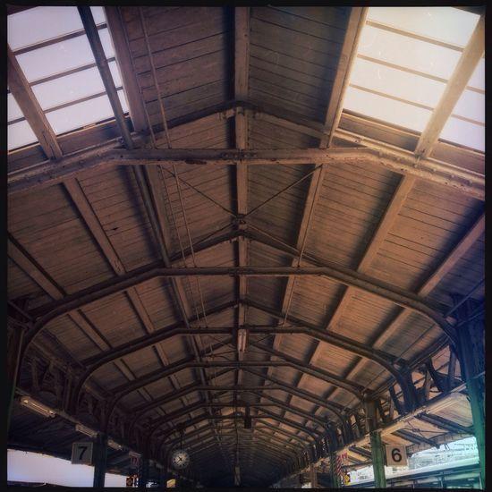 下関駅も随分と様変わりしたけれどホームの屋根はずっと昔のままだ