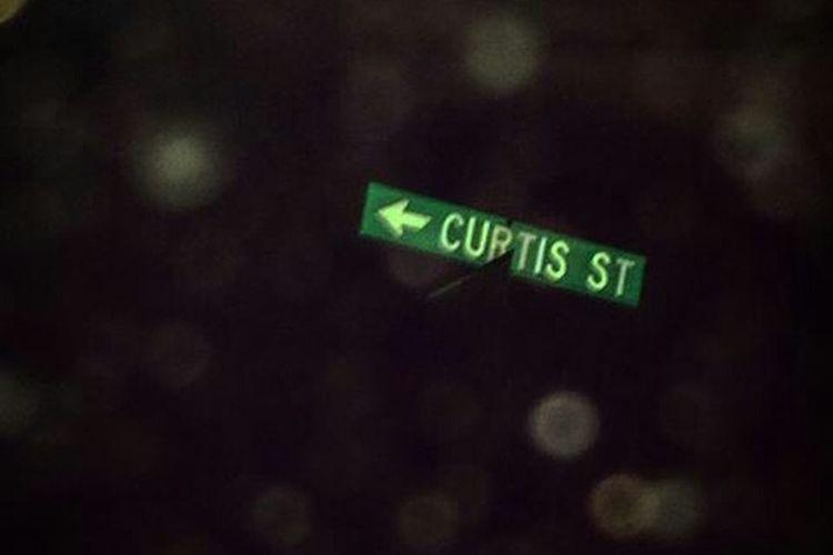 Curtis Street Lewistonmaine 207 Maine Roadsign Dusk Midnight Adventure
