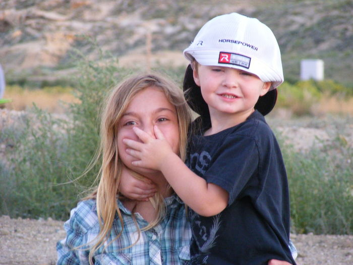 Wyoming USA Playful Girl And Boy Hi! Enjoying Life EyeEm Best Shots Hello World Eye4photography  EyeEm Best Shots - People + Portrait