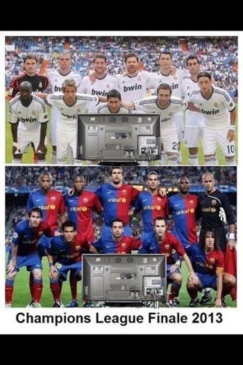 Messi:Hey Ronaldo wir sehen uns im finale Ronaldo:gucken wir bei dir oder bei mir
